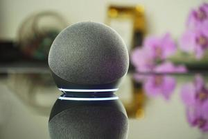 altavoz inteligente y asistente virtual foto