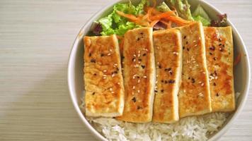 teriyaki tofu rice bowl - vegan food style video