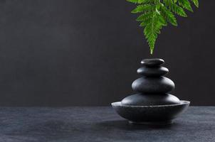 set de masaje con piedras calientes spa foto