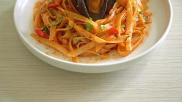 macarrão espaguete com mexilhão ou amêijoas e tomates video