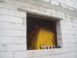 construcción de la cabaña a partir de materiales de construcción. foto