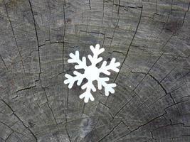 copo de nieve de papel blanco sobre fondo foto