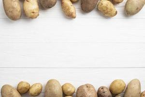 tabla de patatas alineadas foto