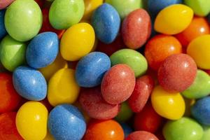 Vista superior de caramelos de colores foto