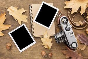cámara de vista superior con hojas de otoño foto