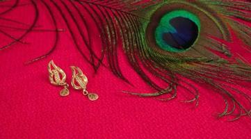 mangalsutra o collar de oro para llevar por una mujer hindú casada, arreglado con un hermoso backgrond. joyería tradicional india. foto