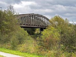 Puente de ferrocarril en desuso en Fairburn Ings, West Yorkshire, Inglaterra foto