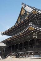 Hermoso templo sintoísta en Kyoto, Japón, en un día soleado foto