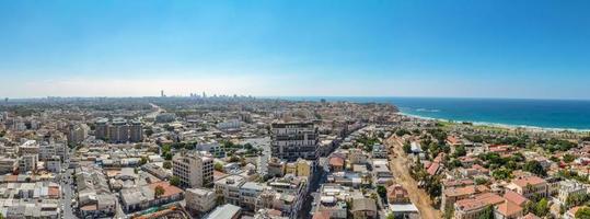 Vista aérea panorámica de los barrios del sur de Tel Aviv y el casco antiguo de Jaffa foto