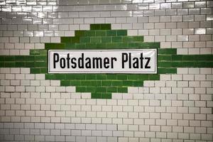 La estación de metro U-Bahn Potsdamer Platz en Berlín. foto