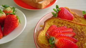 French toast with fresh strawberry video