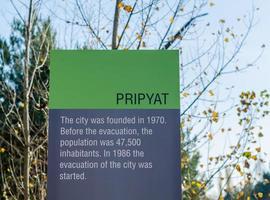 Pripyat, Ucrania, 2021 - letrero conmemorativo de Chernobyl foto