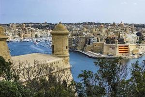 valletta, malta, 9 de septiembre de 2017 - vista en el puerto de valletta en malta. El puerto de La Valeta es el puerto natural más grande de Europa. foto