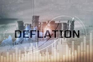 concepto de deflación. descenso generalizado de los precios de los bienes y servicios foto