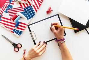 Diy 4th of July step by step needle holder craft. Step 1 - drawing a heart photo