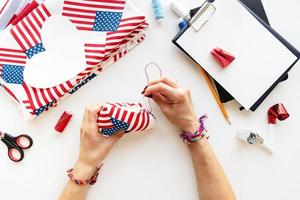 Diy 4th of July step by step needle holder craft. Step 9 - sewing the gap photo