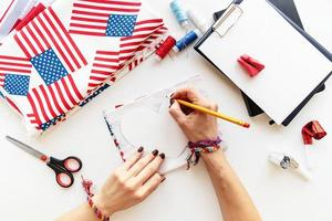 Diy 4th of July step by step needle holder craft. Step 3 - encircle the heart on the textile photo