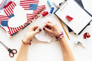 Diy 4th of July step by step needle holder craft. Step 6 - sewing together two hearts, leaving a small place for turning out photo