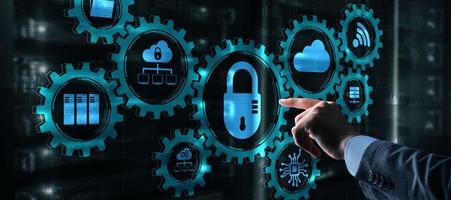iconos de ciberseguridad en el mecanismo de engranajes. concepto de tecnología foto