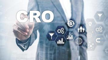 optimización de la tasa de conversión. cro concepto de finanzas de tecnología empresarial en una pantalla virtual. foto