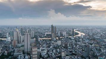 Time lapse view of Bangkok in the evening and the growth of the business center. video