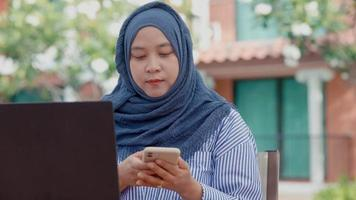 Muslim women sitting outside working according to the slogan work form home She was working in a private residence. video