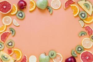 borde de frutas frescas foto