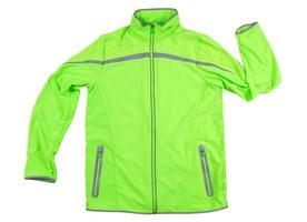 Chaqueta deportiva aislada, chaqueta verde para correr o andar en bicicleta sobre un fondo blanco - reflectores en la chaqueta foto