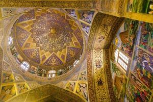 nueva julfa, isfahán, irán, 2016 - vista interior de vank, catedral del santo salvador de armenia. foto