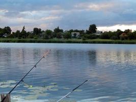 aparejos de pesca para cañas de pescar, flotadores, redes foto