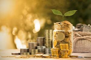 ahorrar dinero con moneda de dinero foto