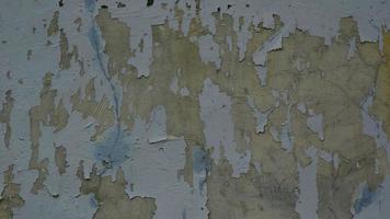 un cartel en blanco y rasgado pegado a la pared era un espacio vacío para el texto foto