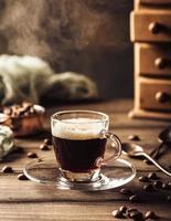 taza de café humeante foto