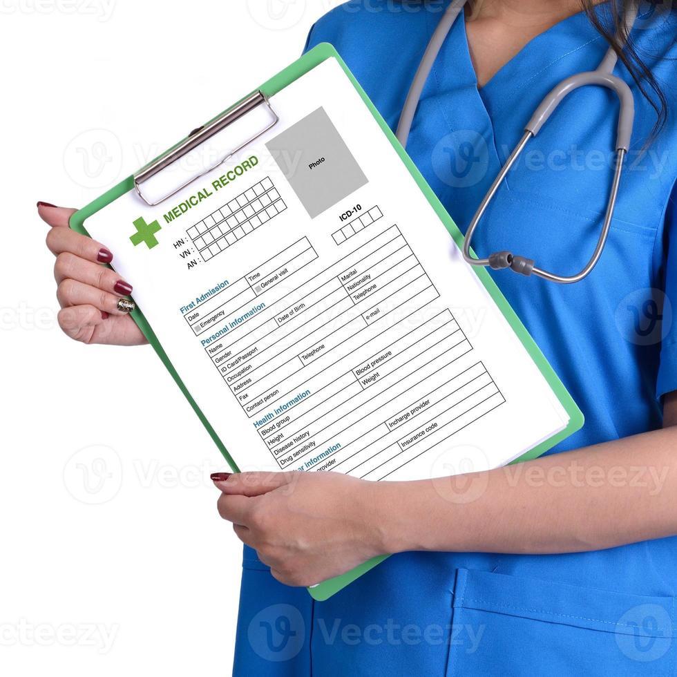 cartella clinica in mano. foto