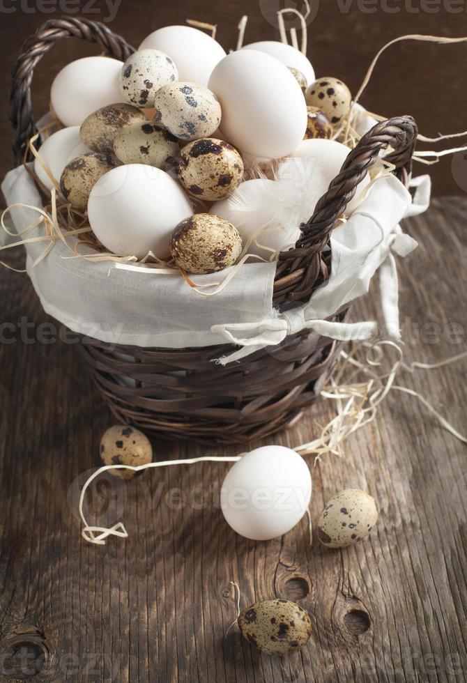 uova nel cestino foto