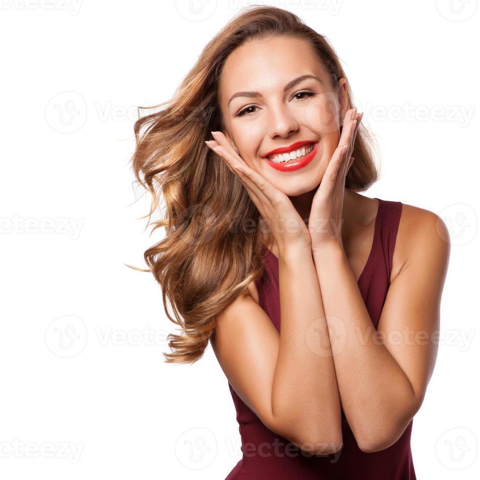 bella ragazza bruna sorpresa over white. donna di bellezza foto