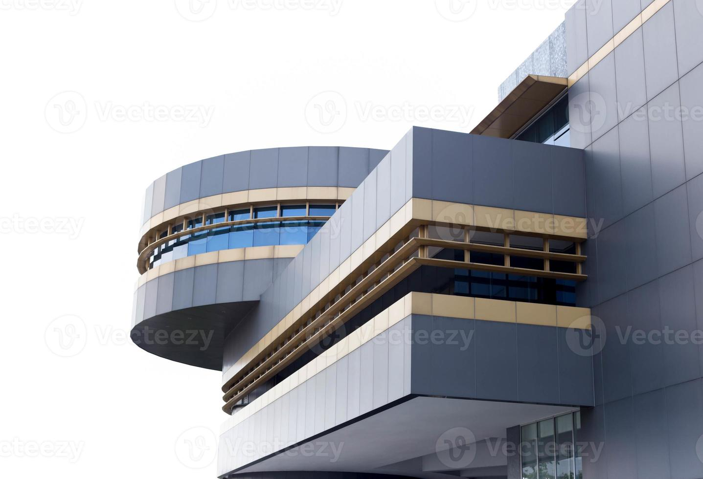 edificio per uffici moderno isolato foto