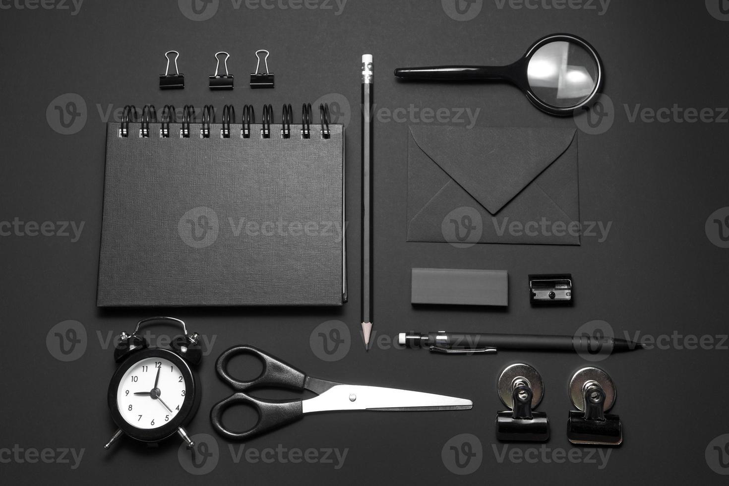 mock-up ufficio su sfondo nero foto
