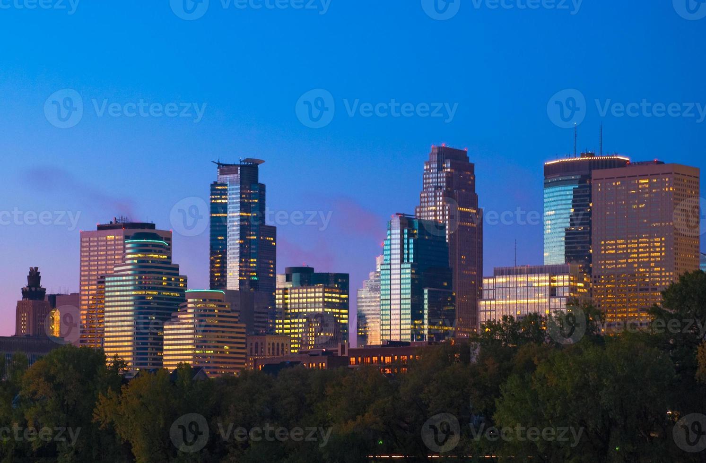 Skyline del centro di Minneapolis all'alba foto