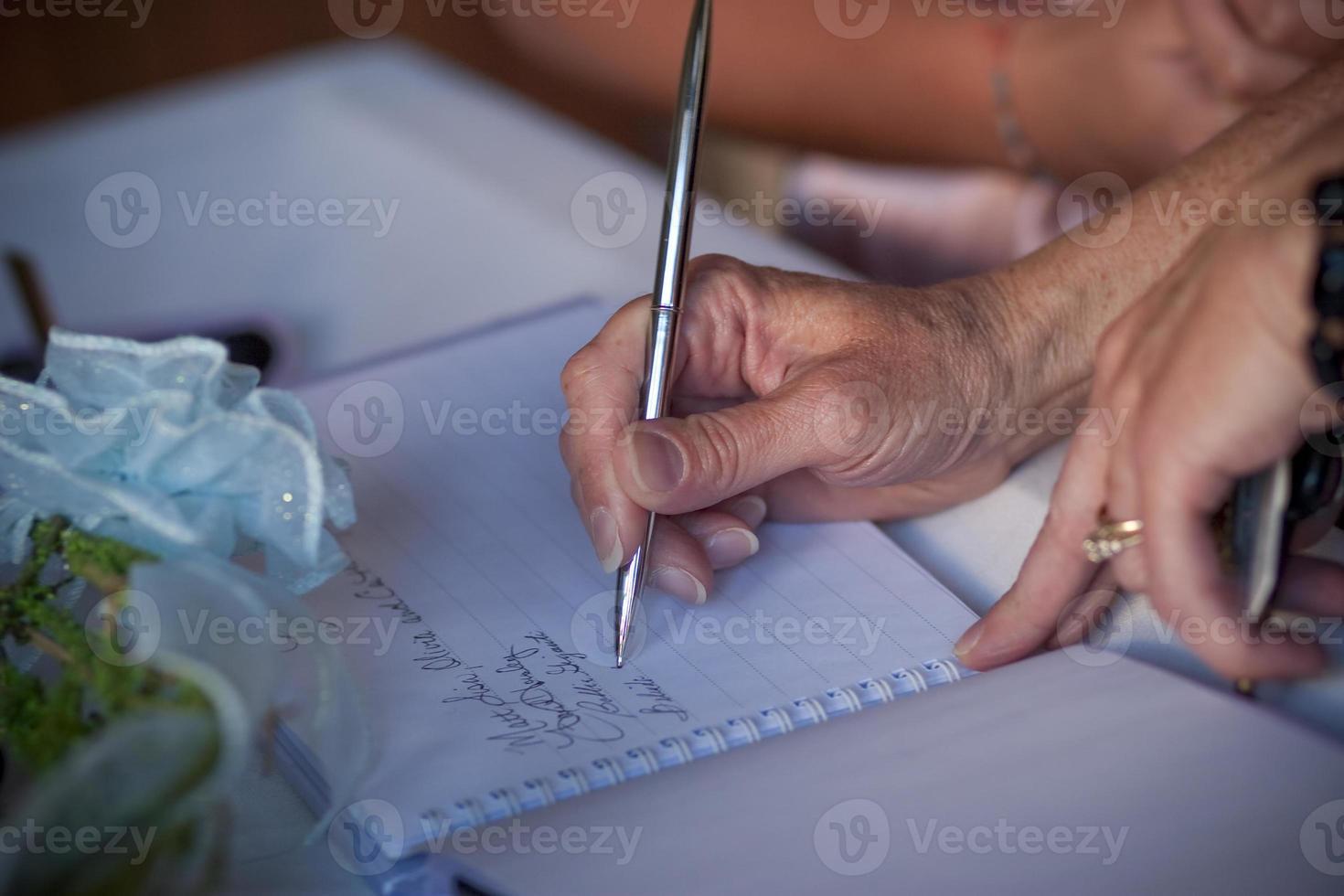 firma il libro degli ospiti foto