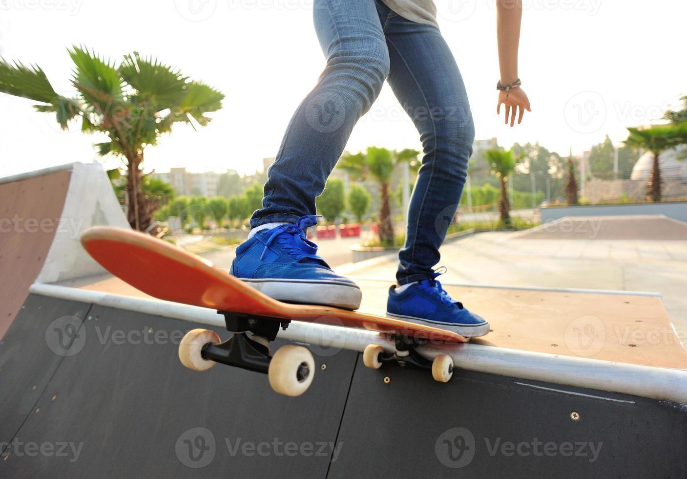 andare con lo skateboard foto