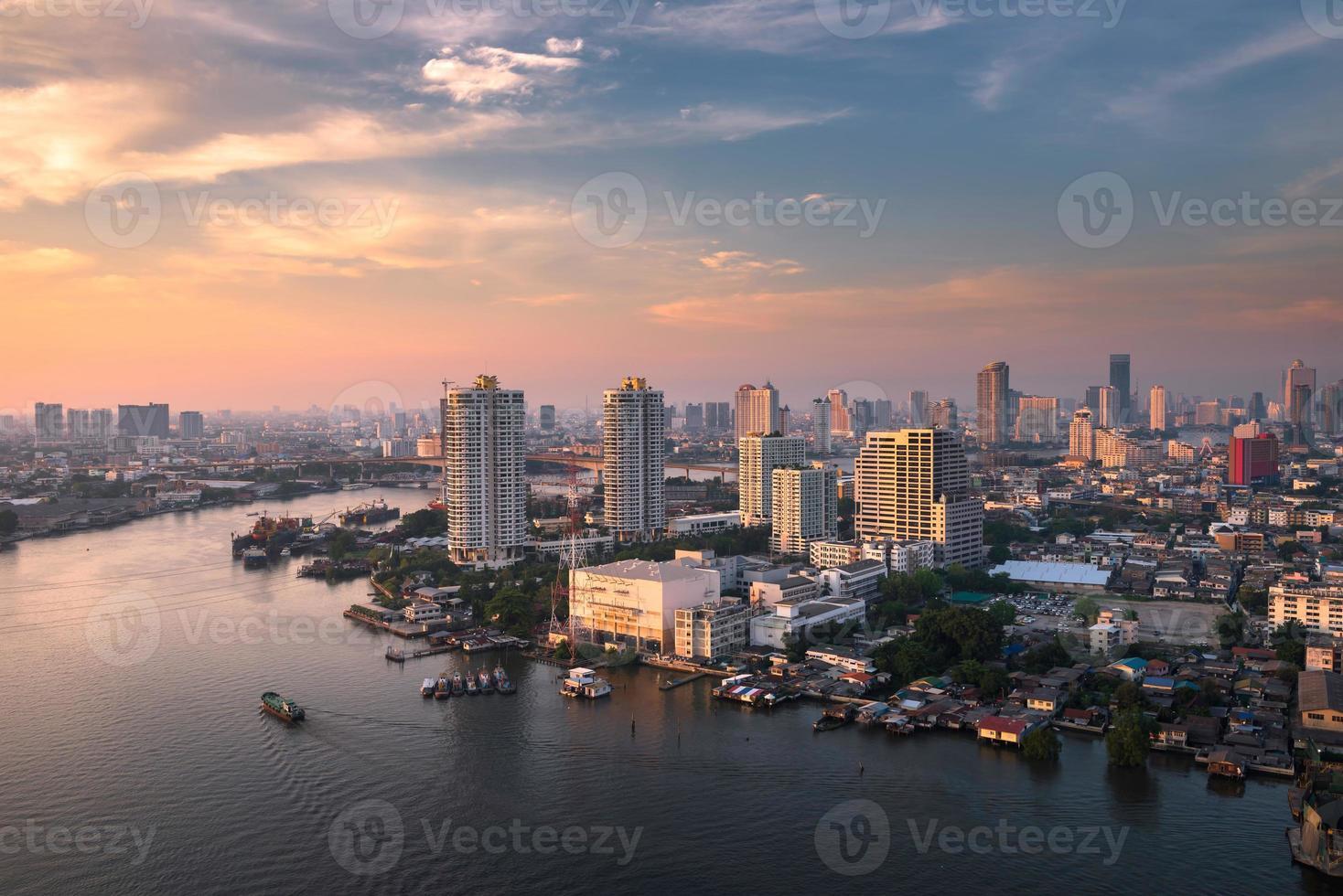 luce del giorno del fiume Chao Phraya foto