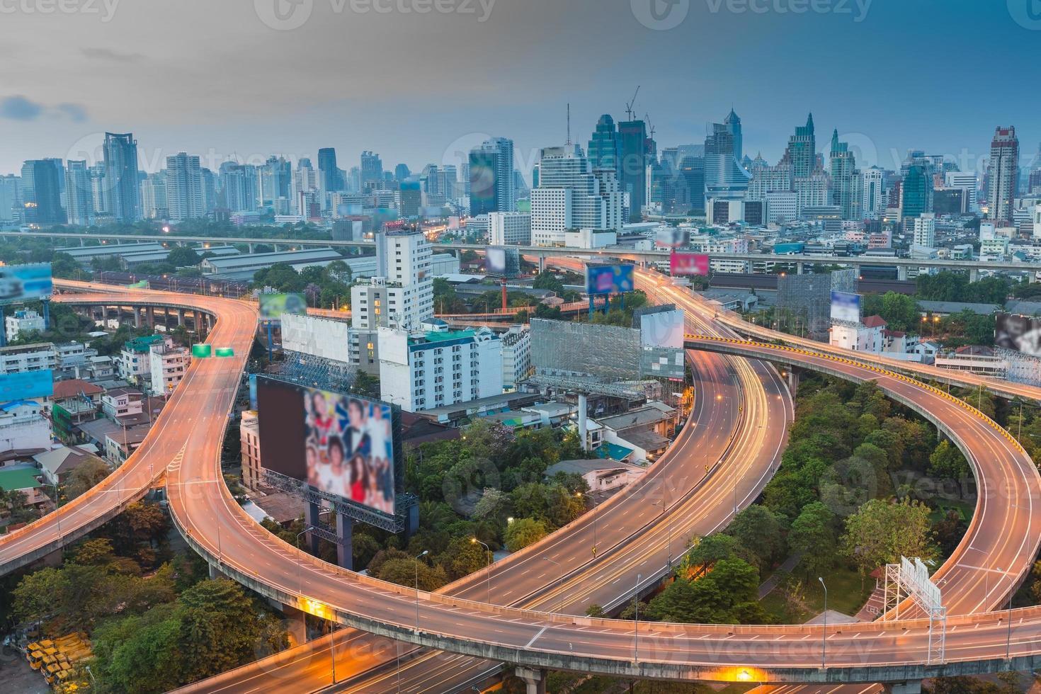 prima dell'orario di lavoro del modo espresso della città di Bangkok foto