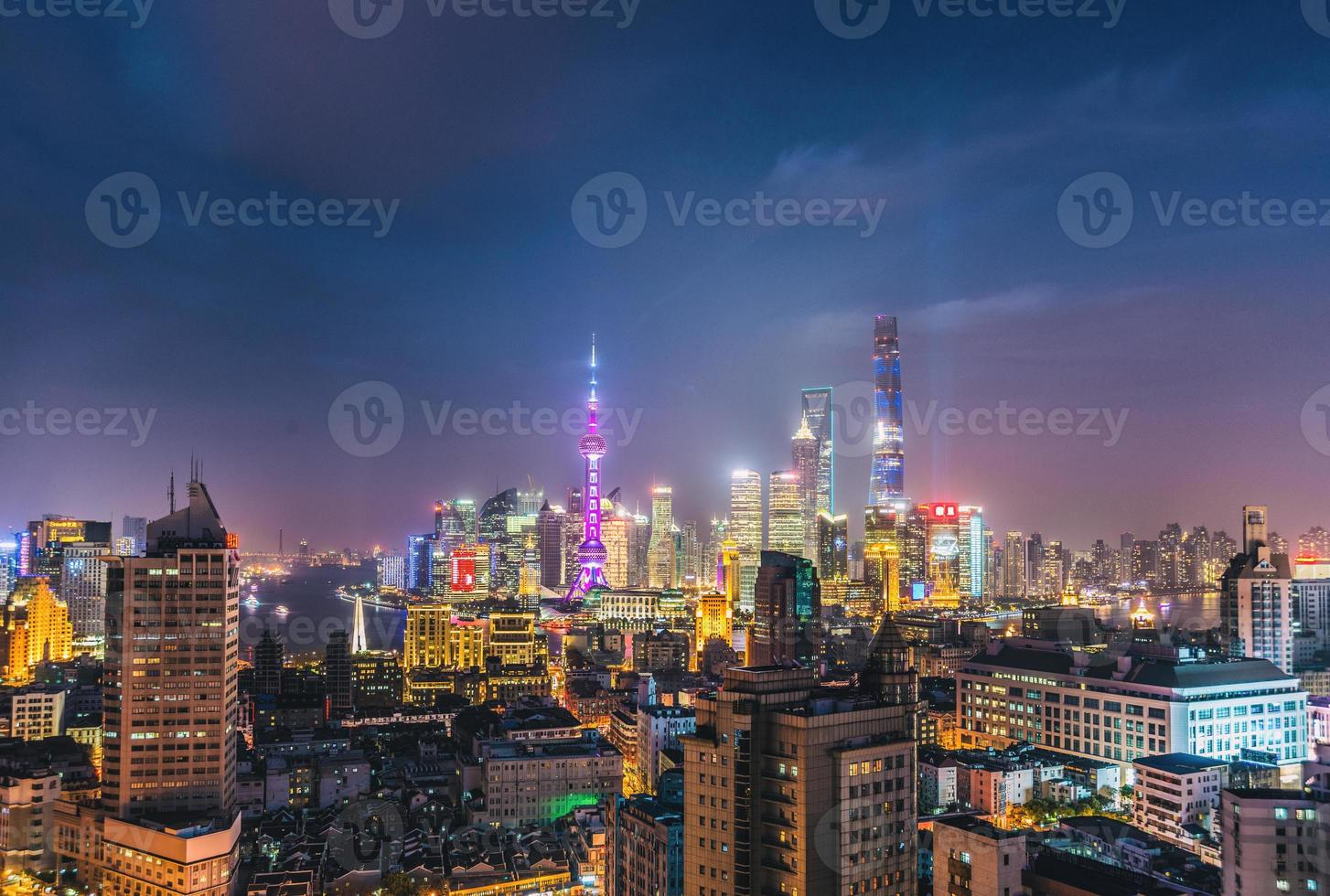 skyline di notte di Shanghai foto