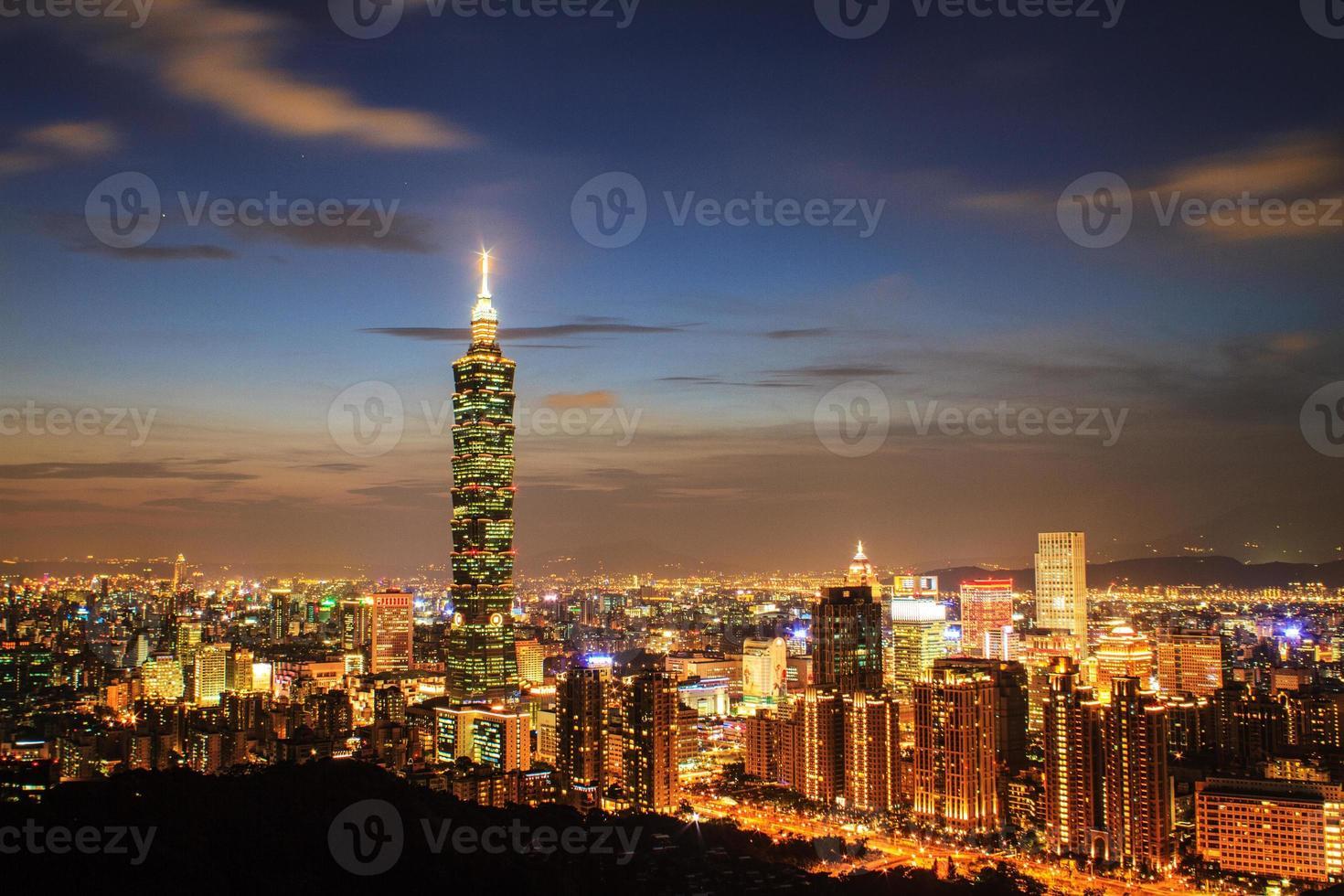 vista completa della città di Taipei foto