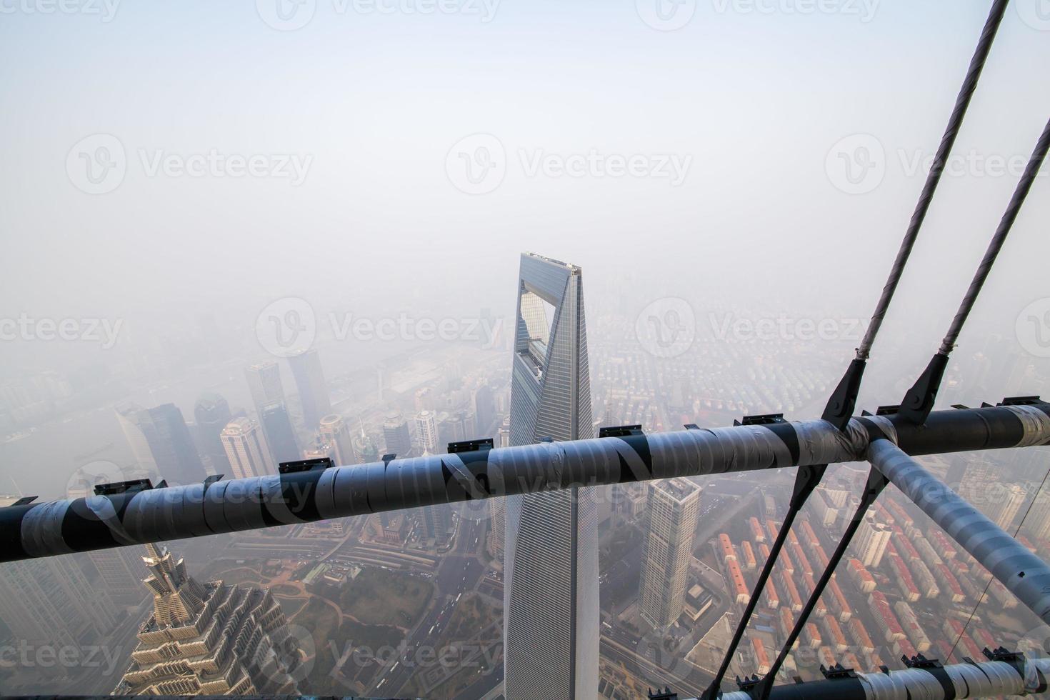 Shanghai Tower, 110 piano , nebbia e foschia foto