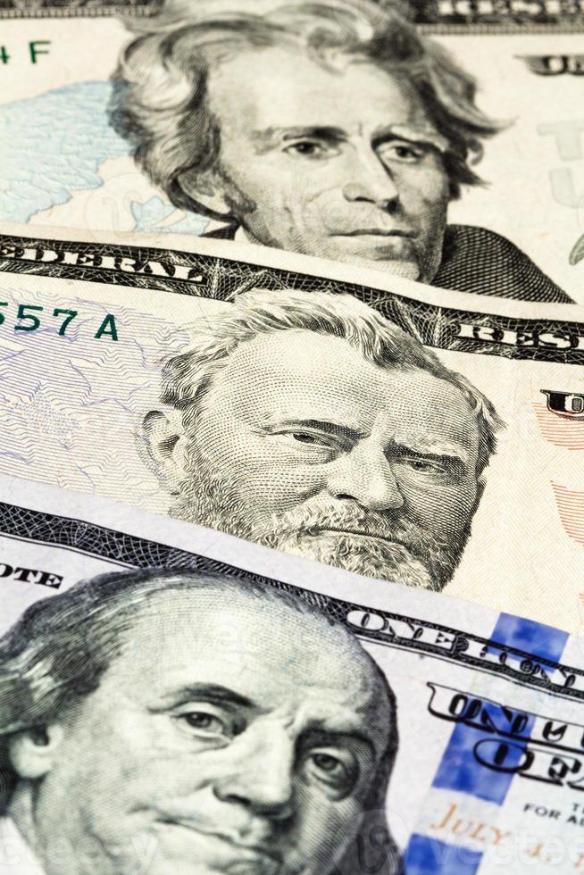 primo piano sul numero di banconote da un dollaro foto