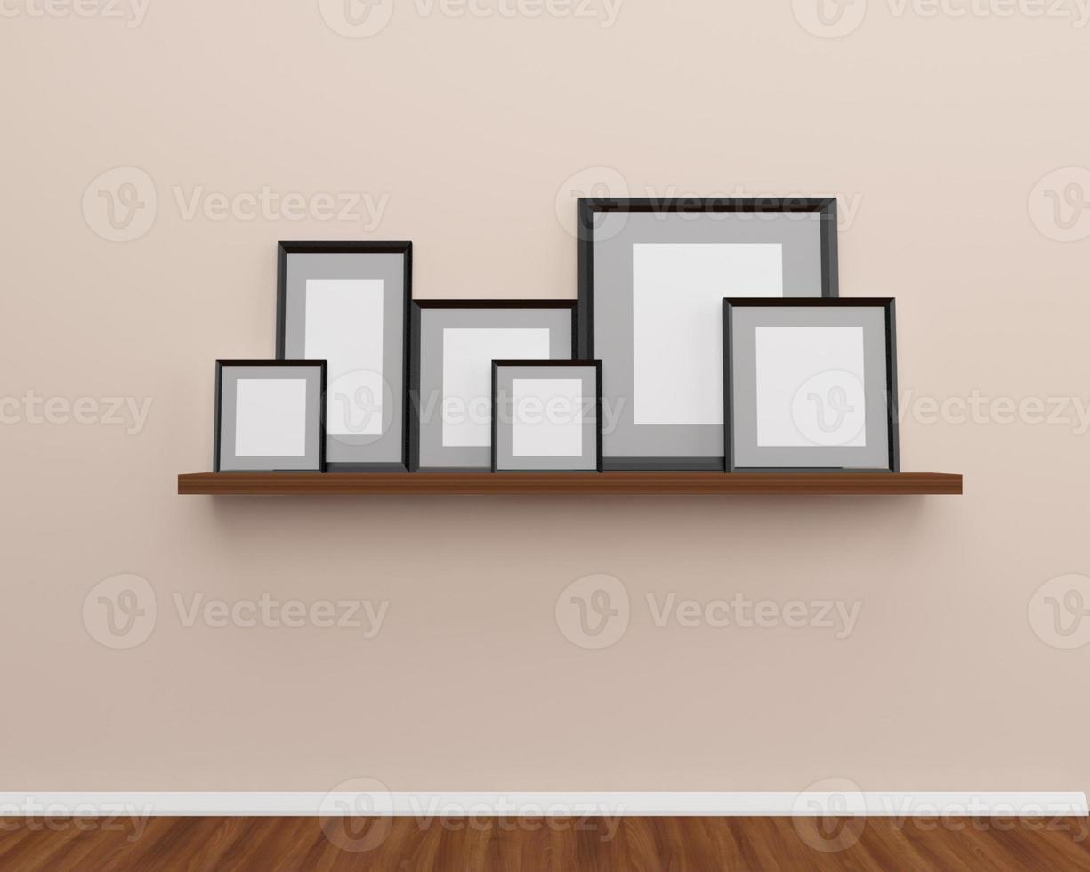 gruppo di cornici per foto sul muro.