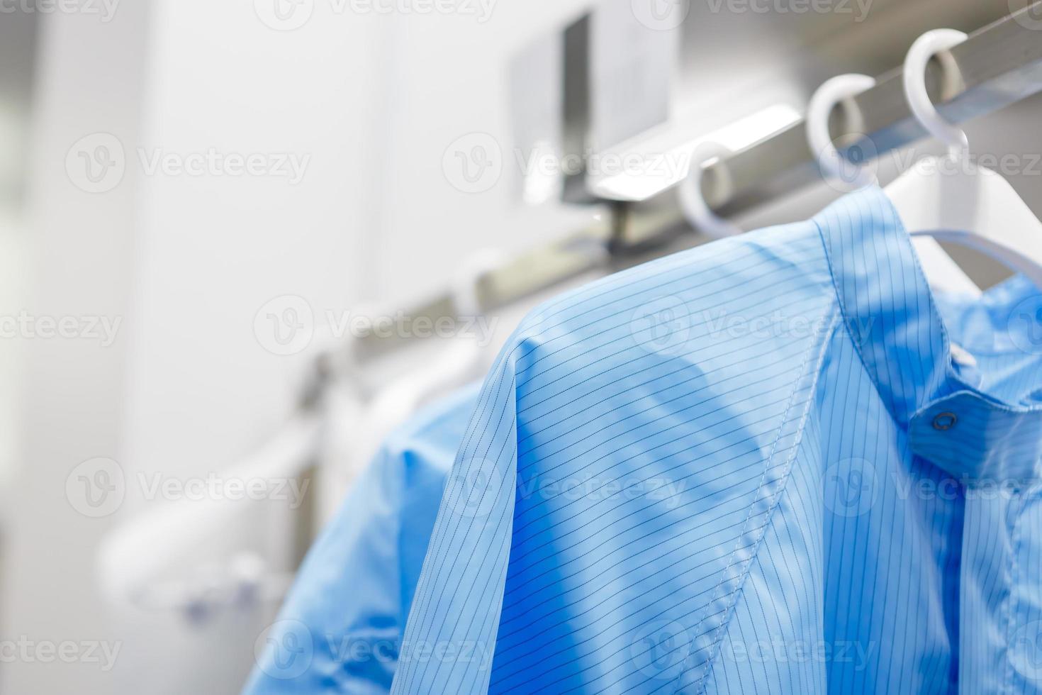 vestito della stanza pulita per la fabbrica foto