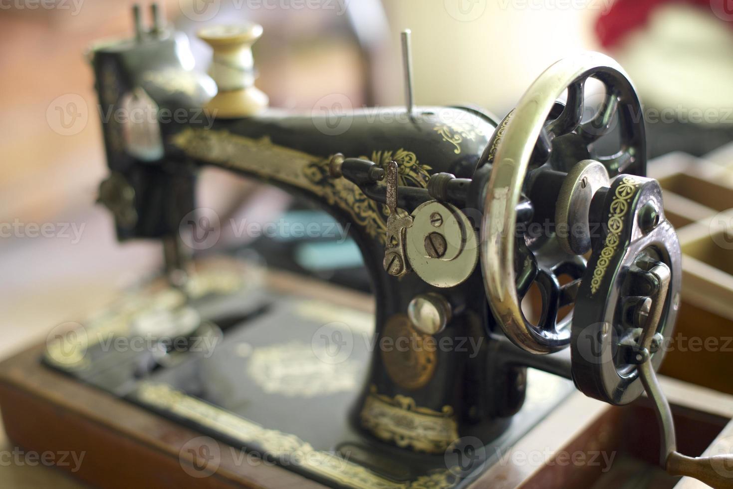 vecchia macchina da cucire foto